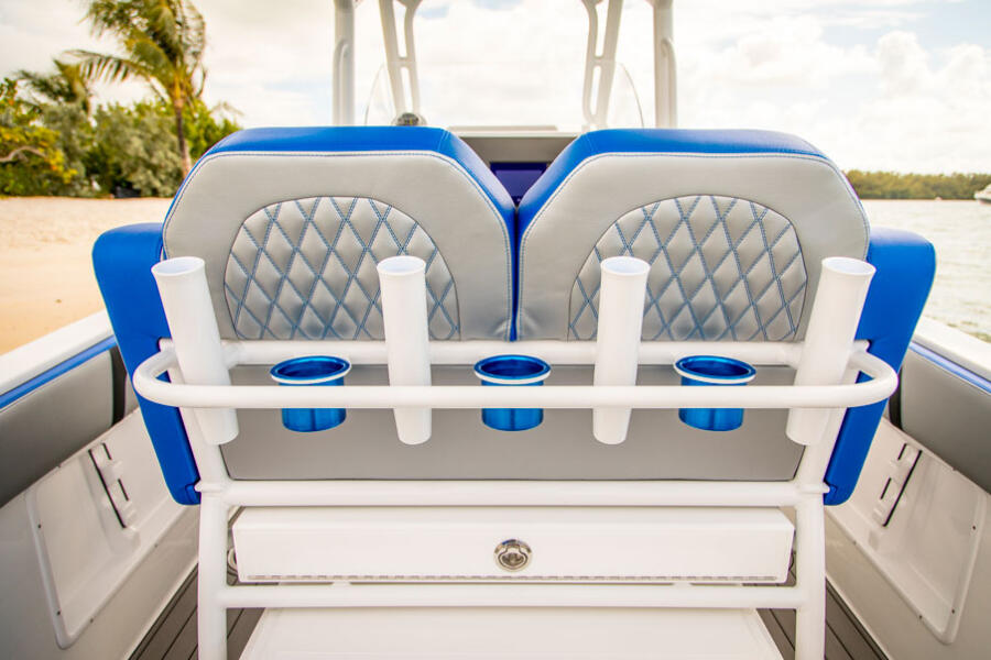Customizable Leaning Post: <p>From tackle storage to cool drinks in a deck-mounted cooler, the leaning post is customizable to suit your lifestyle.</p>